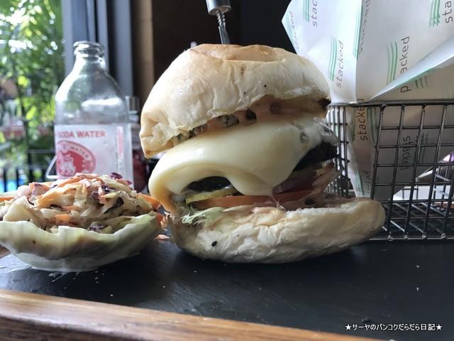 1 ハンバーガー屋さん Stacked Samui (6)