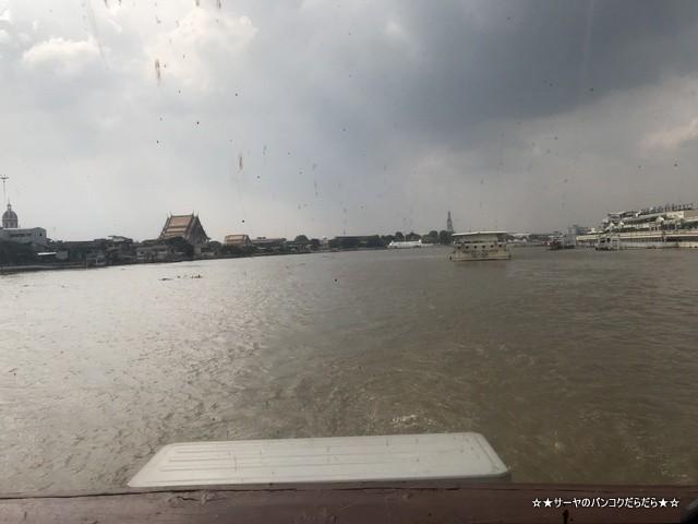 タイ国葬 船着き場 サトーン 豪華客船 (4)