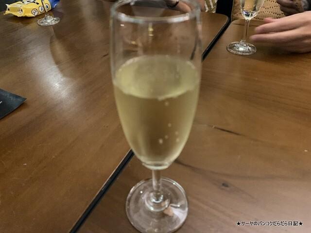 Dusit Gourmet at Dusit Suites Ratchadamri Bangkok (8)