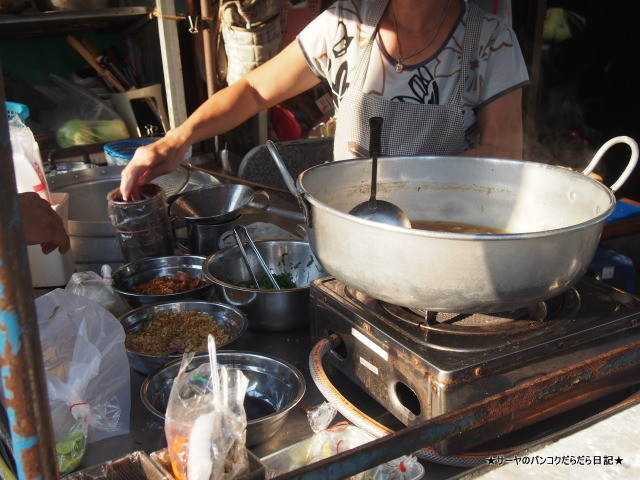 クイッティアオユアン サンデー ベトナム市場 (1)