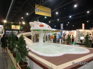 20111219 Baan Lae Suan Fair 2011 12