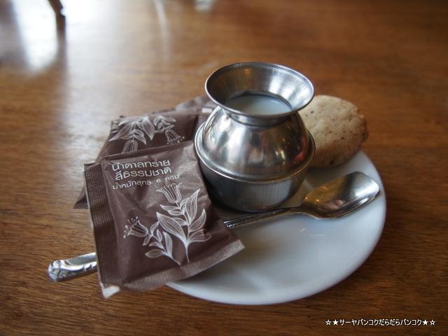 chomp カオサン バンコク カフェ サーヤ