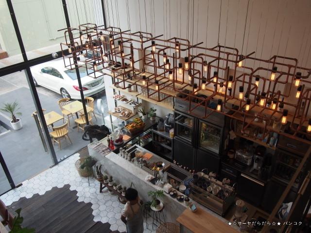 rocket cafe bangkok sukhumvit ロケット バンコク サーヤ