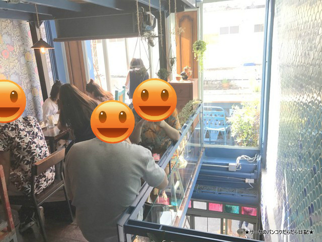 Blue Whale Cafe バンコク 青いラテ 流行 バンコク 人気