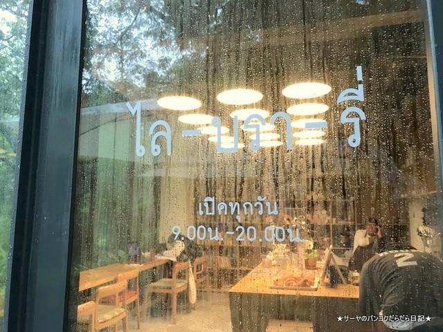 library バンコク カフェ 人気 ライブラリー 入口