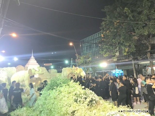 Floral display for King Bhumibol at the Flower Market (6)