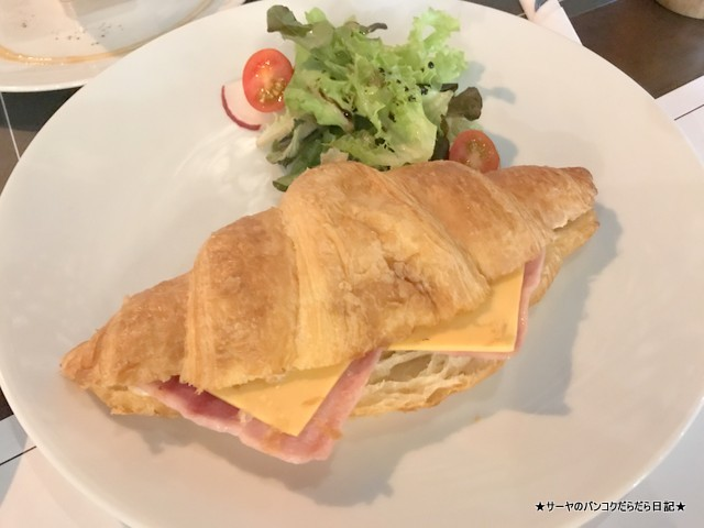 0 The Clock Out - Cafe & Casual Cuisine (1)