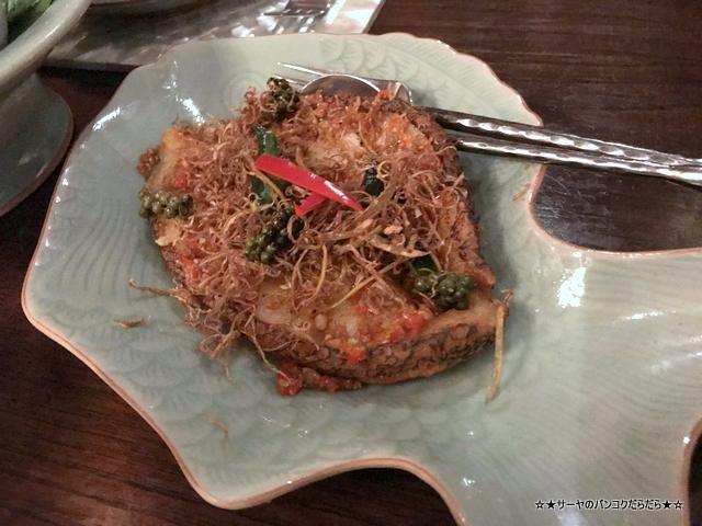 Baan Khanitha バーンカニタ  バンコク タイ料理 魚揚
