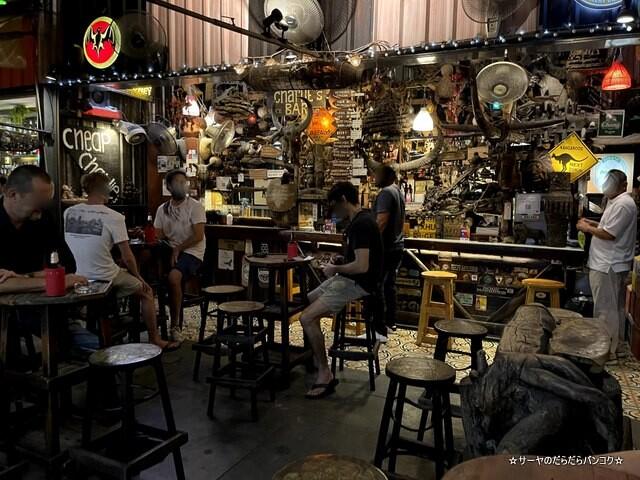 Cheap charlie's bar オンヌット バンコク バー (2)