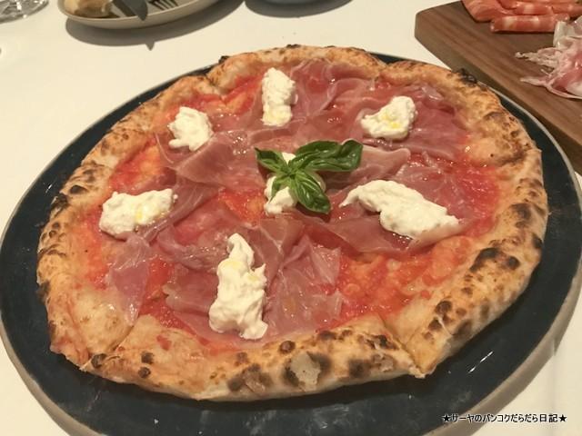 Pizza Massilia ピザマッシリア バンコク italian ブラータチーズ