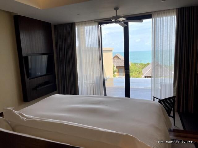 Grand Pool Suite, 1 Bedroom Suite 1 King, Sofa (2)