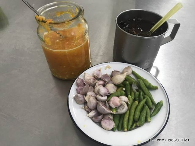 Khao Kha Mu Nai Kuang カオカオムー タイ料理 B級 (2)
