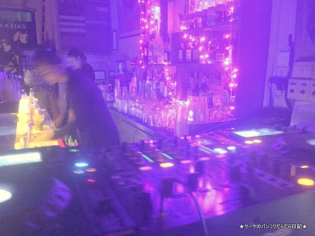 Rex Retro Cafe トンロー 夜遊び (1)
