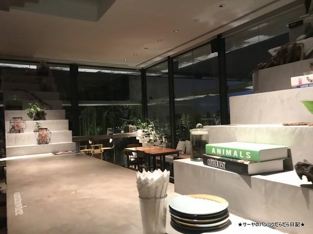 nowhere ekkamai rooftop bar バンコク ルーフトップ 階段