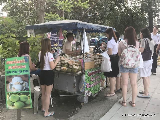 UNIQLO Phatthanakan ユニクロ バンコク 路面店1号店 アイス