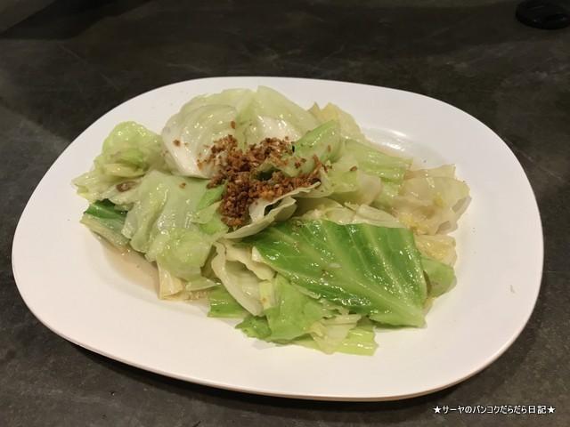 ラチャダー ナイトマーケット 美味しい キャベツ炒め タイ料理