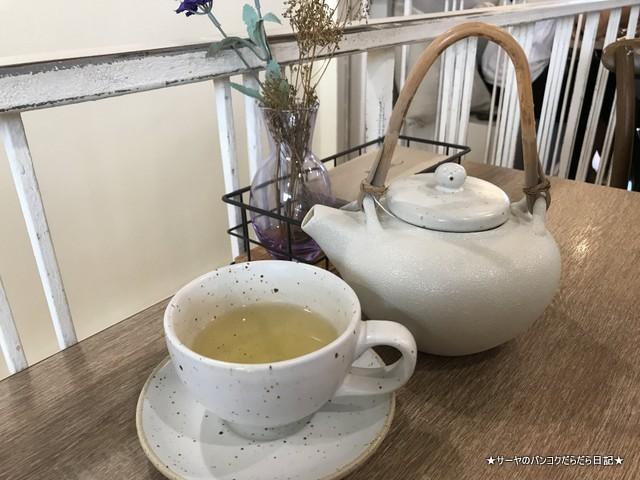 Brekkie Organic Cafe bangkok Sukhumvit hot tea