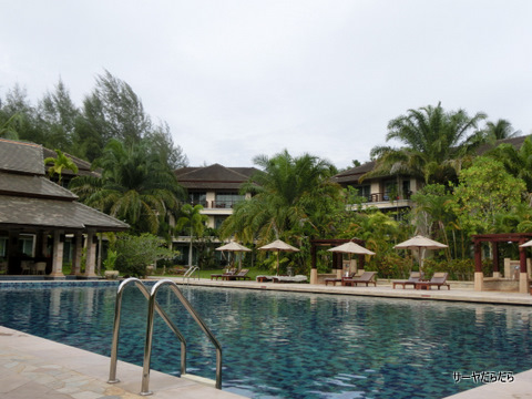 Le Meridien Khao Lak Beach & Spa Resort  2