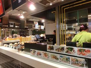 food cort at ekkamai gateway 6