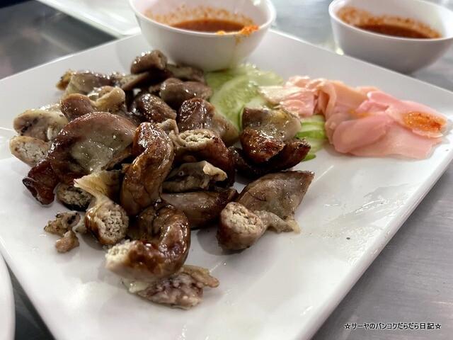 Somneuk grilled chicken ソムヌックガイヤーン タイ料理 (4)