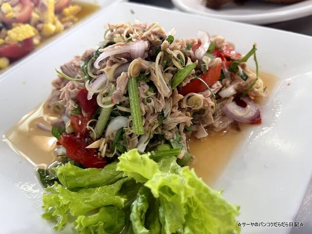 Somneuk grilled chicken ソムヌックガイヤーン タイ料理 (7)