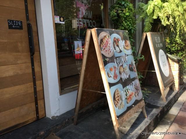 Crazy About Cafe Ekkamai Bangkok (3)-001