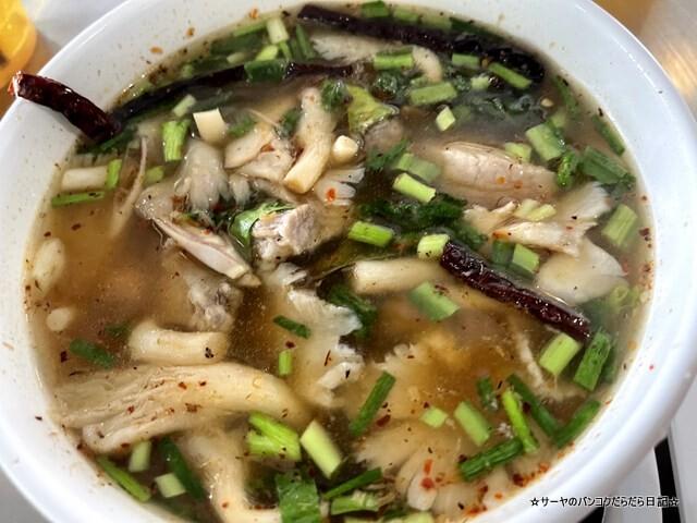 Somneuk grilled chicken ソムヌックガイヤーン タイ料理 (9)