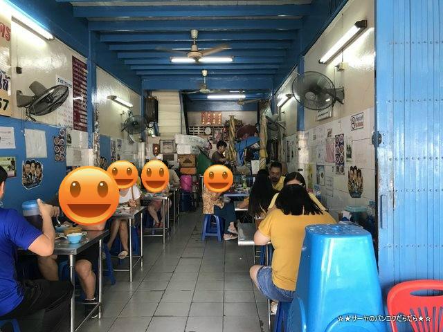 Nai Soon Charoen Nakhon チャルナコン 人気屋台 鴨肉 店内