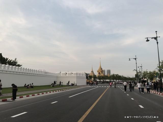 火葬場見学 プミポン国王 王宮前広場 (2)