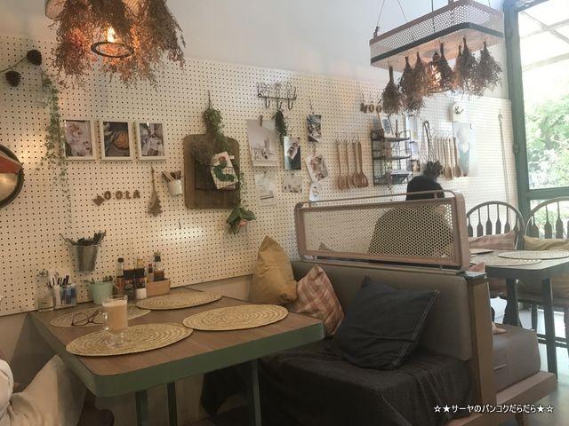 Moola Cafe ekamai バンコク エカマイ カフェ (2)