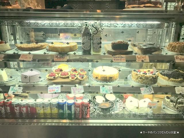 It Happened to be a Closet bangkok cafe cake
