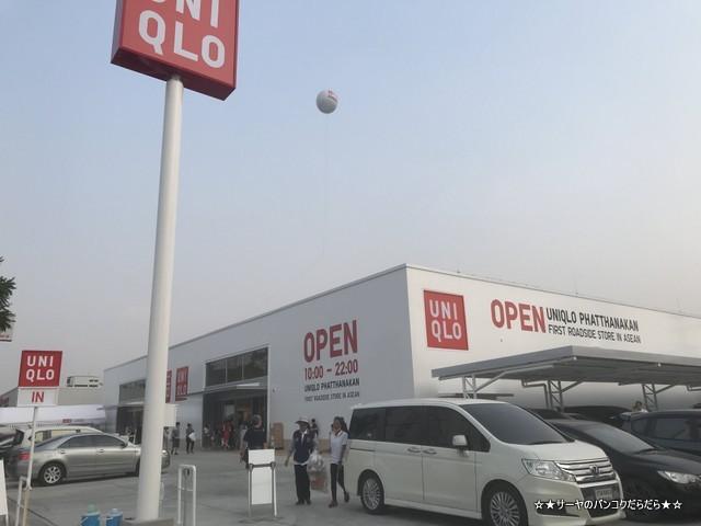 UNIQLO Phatthanakan ユニクロ バンコク 路面店1号店 入口