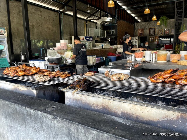 Somneuk grilled chicken ソムヌックガイヤーン タイ料理 (11)