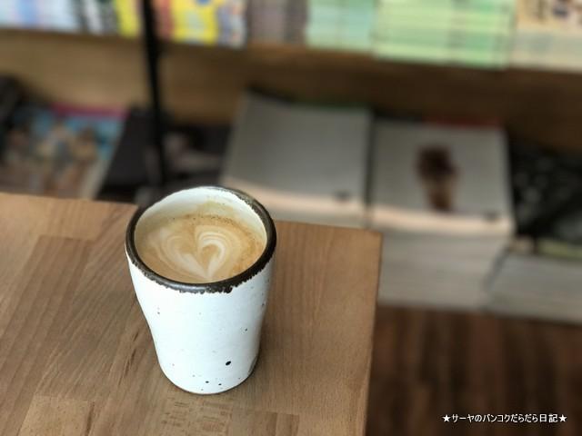 Cafe Daypoets バンコク カフェ スンウィジャイ (7)