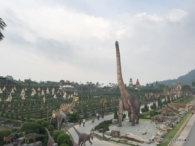 ノンヌットトロピカル Nong Nooch Tropical パタヤ 恐竜
