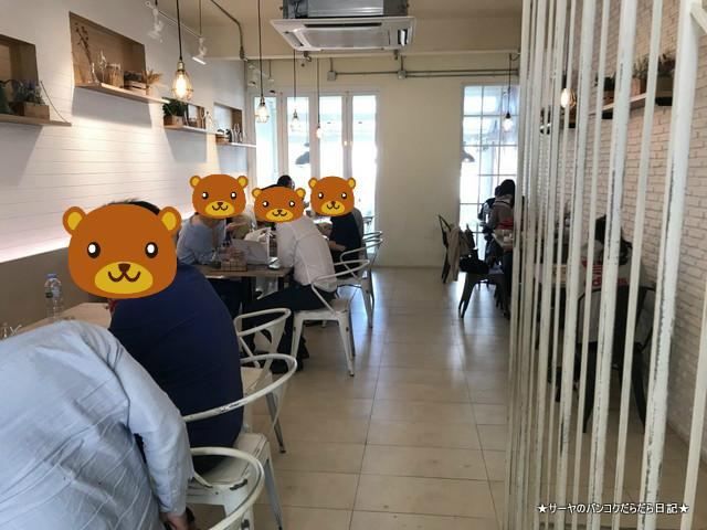 Brekkie Organic Cafe bangkok Sukhumvit 3階席