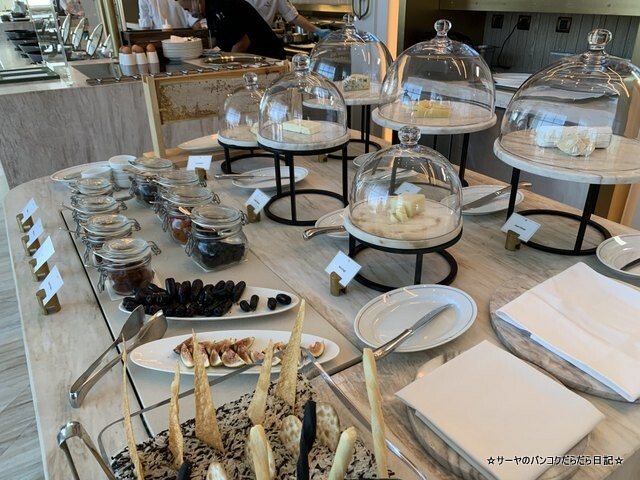 Breakfast  Waldorf Astoria Bangkok バンコク ウォドルフ (4)
