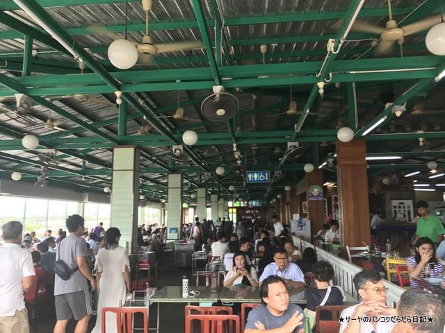 WangMook Seafood 海に面しているレストラン (4)