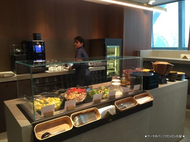 Cathay Pacific First and Business Class Lounge (4)