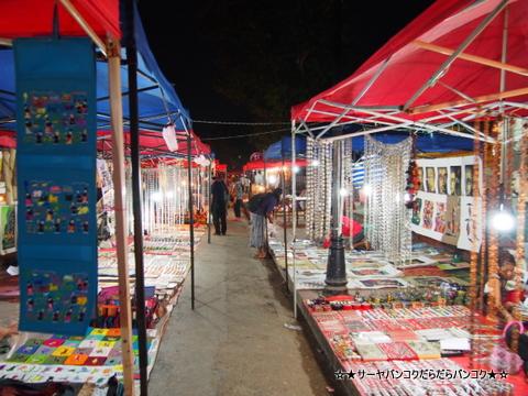 ナイトマーケット at シーサワンウォン通り
