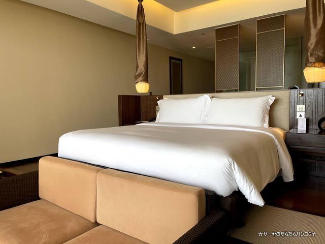 Grand Pool Suite, 1 Bedroom Suite 1 King, Sofa (5)