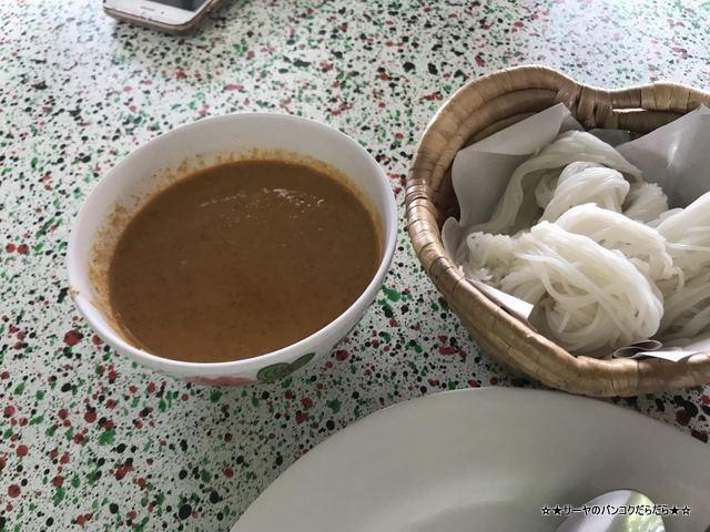 Khun Bi Khanom Chin Sot カノムジーン タイ料理 行列 大人気 (4)