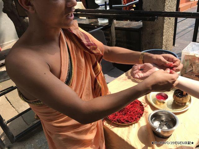 シヴァ寺にあるシヴァ神の像 shivoham shiva temple 僧侶