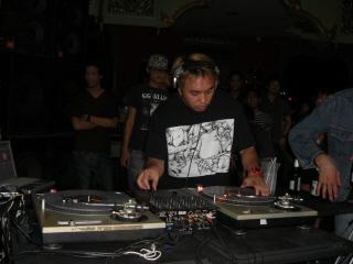 20081105 DJ SHADOW 5