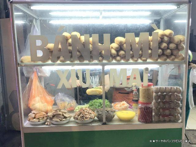 Banh Mi Xiu Mai  肉団子入り ベトナム サンドイッチ 屋台 (1)
