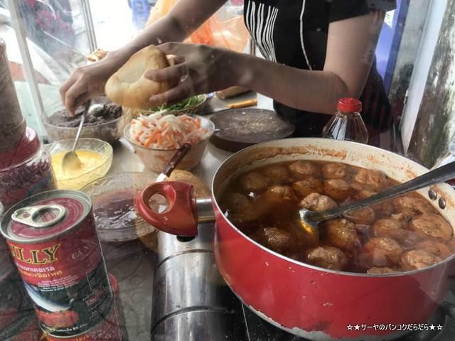 Banh Mi Xiu Mai  肉団子入り ベトナム サンドイッチ 屋台 (7)