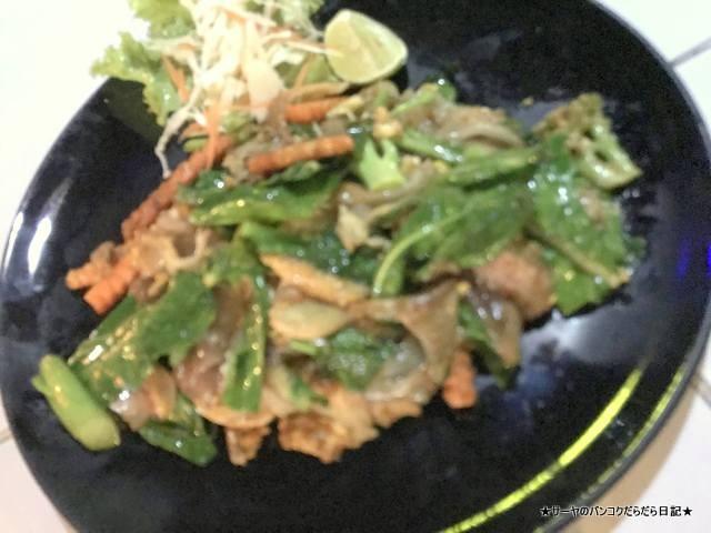 the loadside chiang mai thai food restaurant (2)