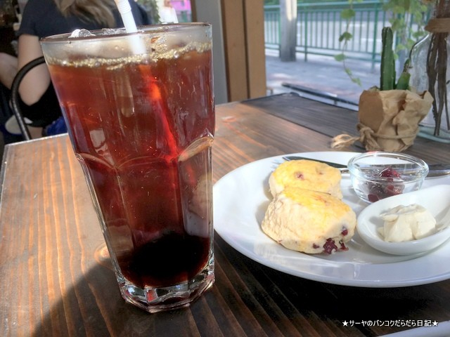 Crazy About Cafe Ekkamai Bangkok (9)-001