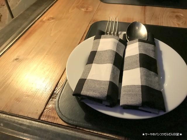 Fork & Cork by Sphinx シーロム タイ料理 Soi4 (4)