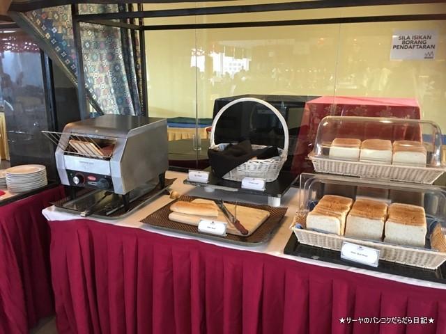 12 Hotel Breakfast (5)